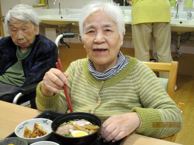 初の試み 9月21日の昼食「ラーメンの日」|デイサービスのレクリエーション