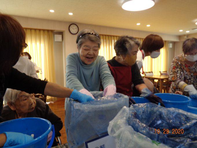 生活リハビリクラブ押切「染物教室で手提げ袋作成」|アクタガワの生活リハビリ