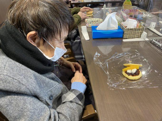 2月19日(金) おやつレクリエーション「どら焼き」