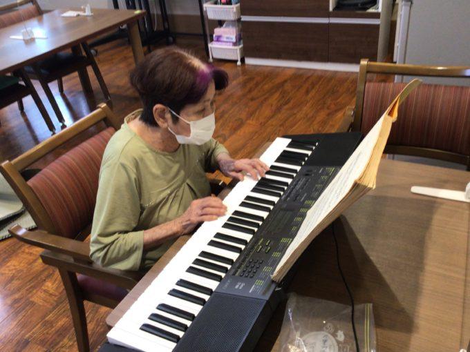 演奏クラブ ピアノの教本で練習しました